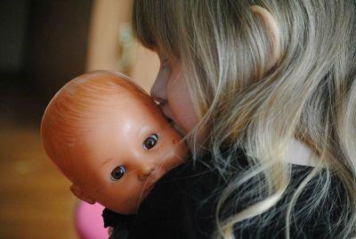 balmbola che si allatta